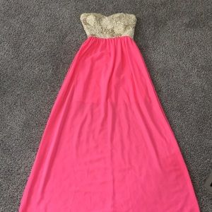 Dresses & Skirts - Boutique Dress!! Worn once!
